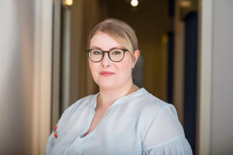 Porträtfoto Nadine Allerding - Büroleitung